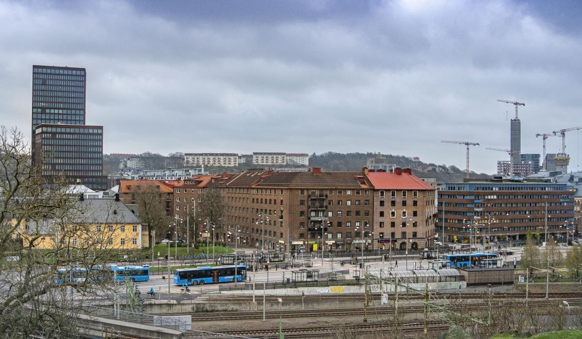 Man ser även mot Svingeln och Gårda. till vänster på bild syns Gårda Vesta – Göteborgs första WELL-certifierade kontorshus. med 25 våningar.