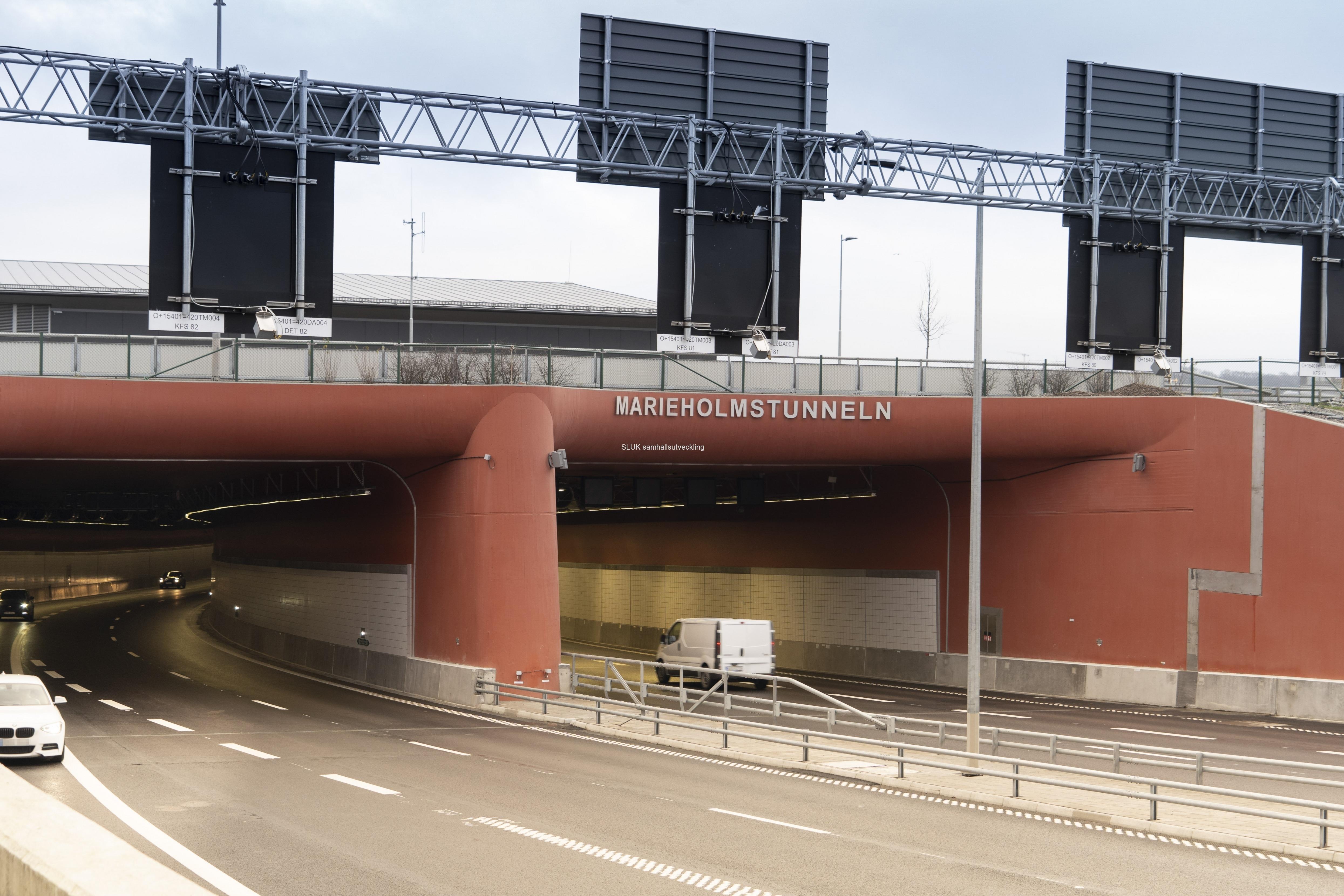 Marieholmstunneln öppnades för trafik i onsdags, den 16 december. Den är belägen norr om Tingstadstunneln och kommer att avlasta den med ca 50 000 fordon per dygn.