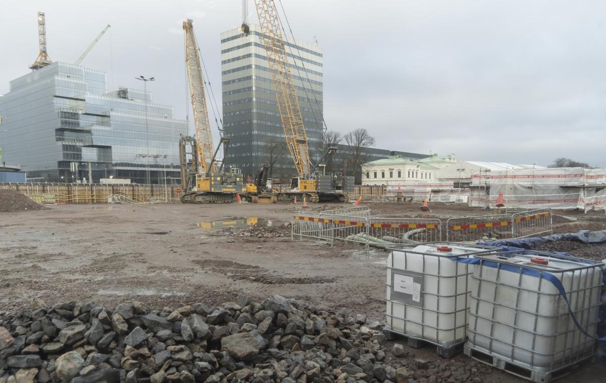 Vid Nils Ericsonsplatsen, där Västlänkens centrala terminal byggs, har anläggningsarbetena täckts. Nu kommer vi antagligen inte kunna se vad som händer, förrän stationen är färdigbyggd.