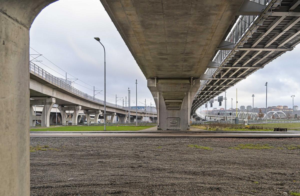 Ett perspektiv på broar i Marieholm mot Gamlestaden.