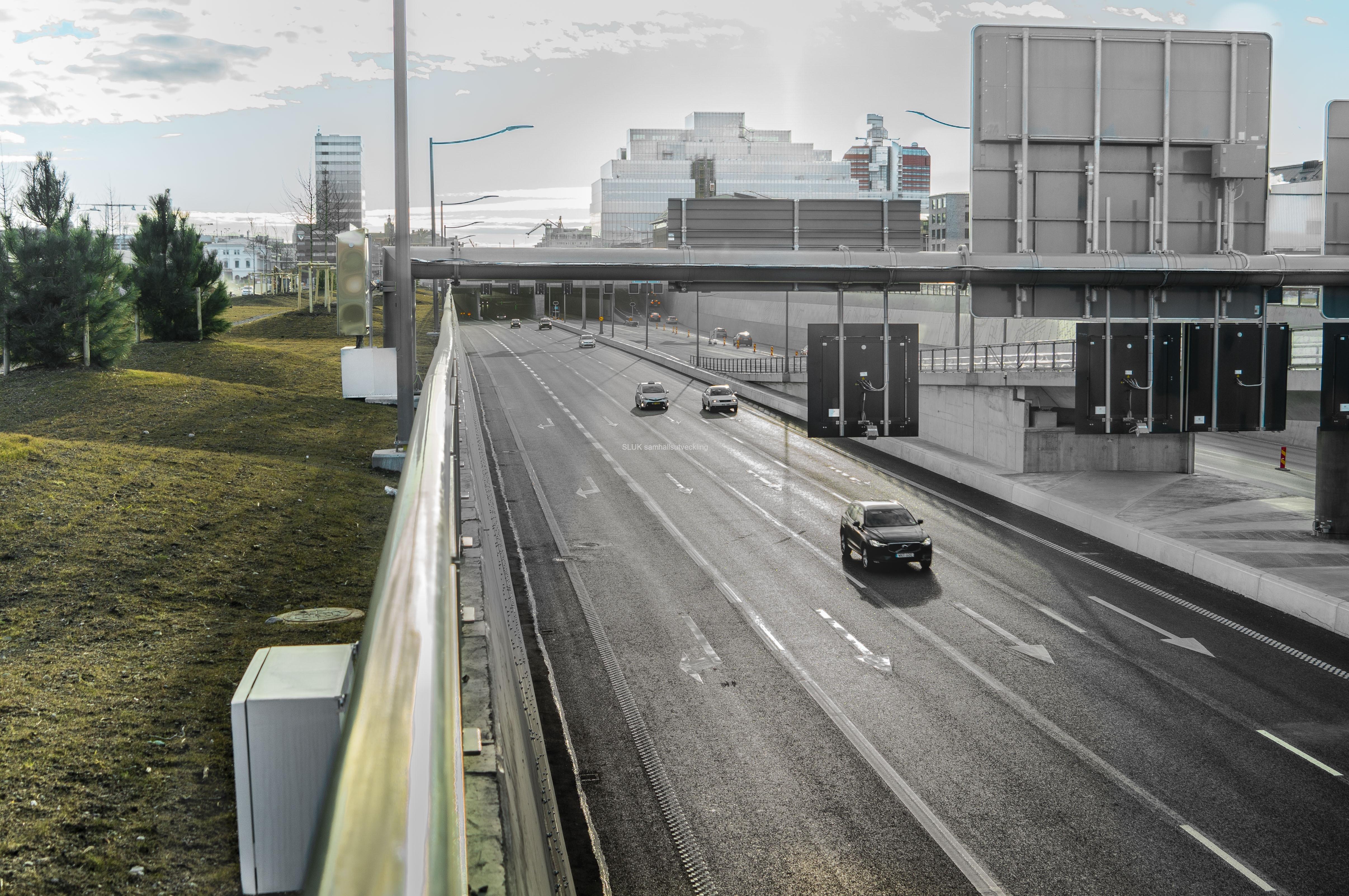 Den 16:e mars var delar av tunneln öppnad. Från Göteborg mot Stockholm, Olso och Malmö var tunneln och vägen öppnad.