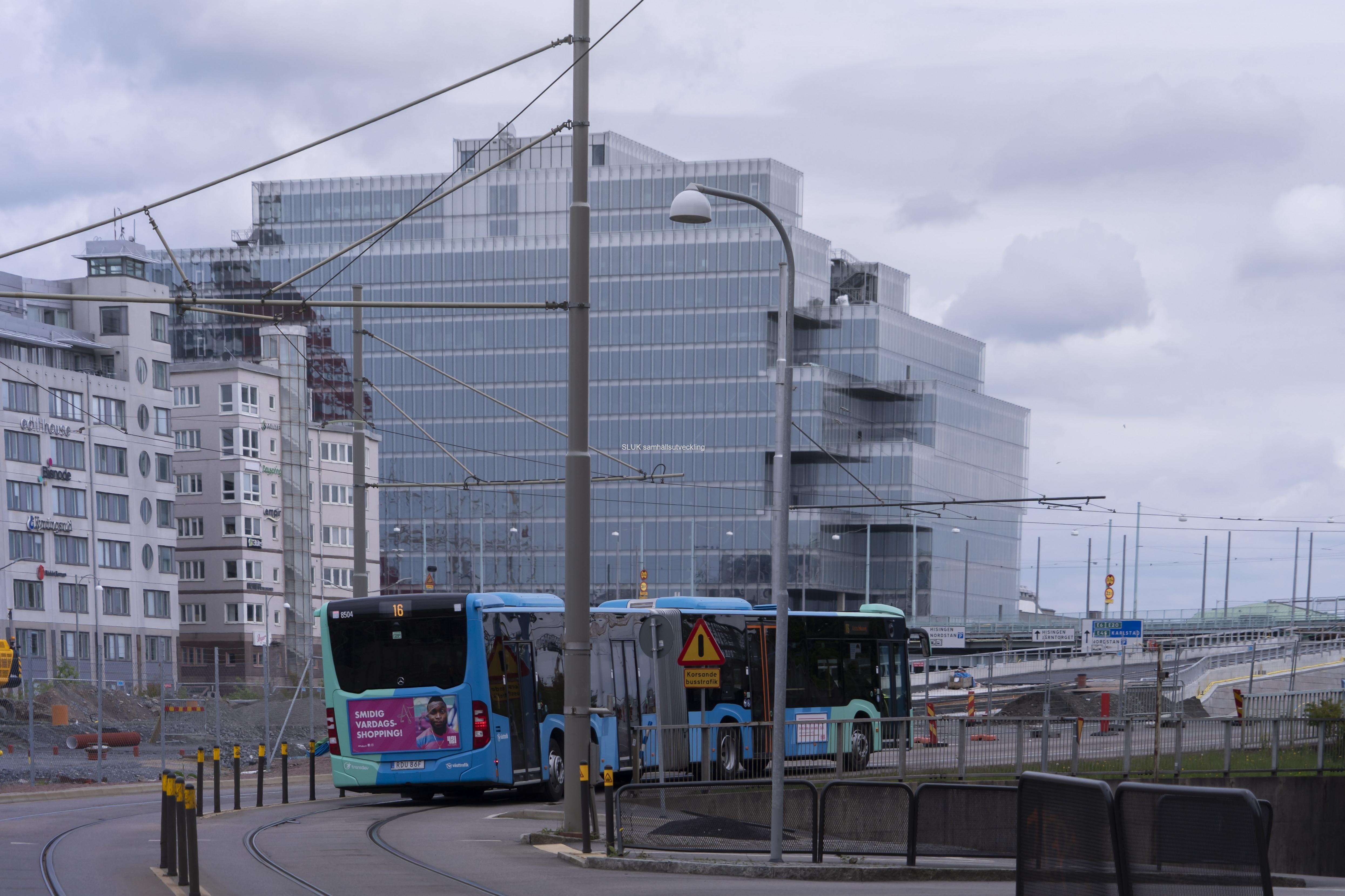 Bussen kör upp på Götaövbron från Nordstan.