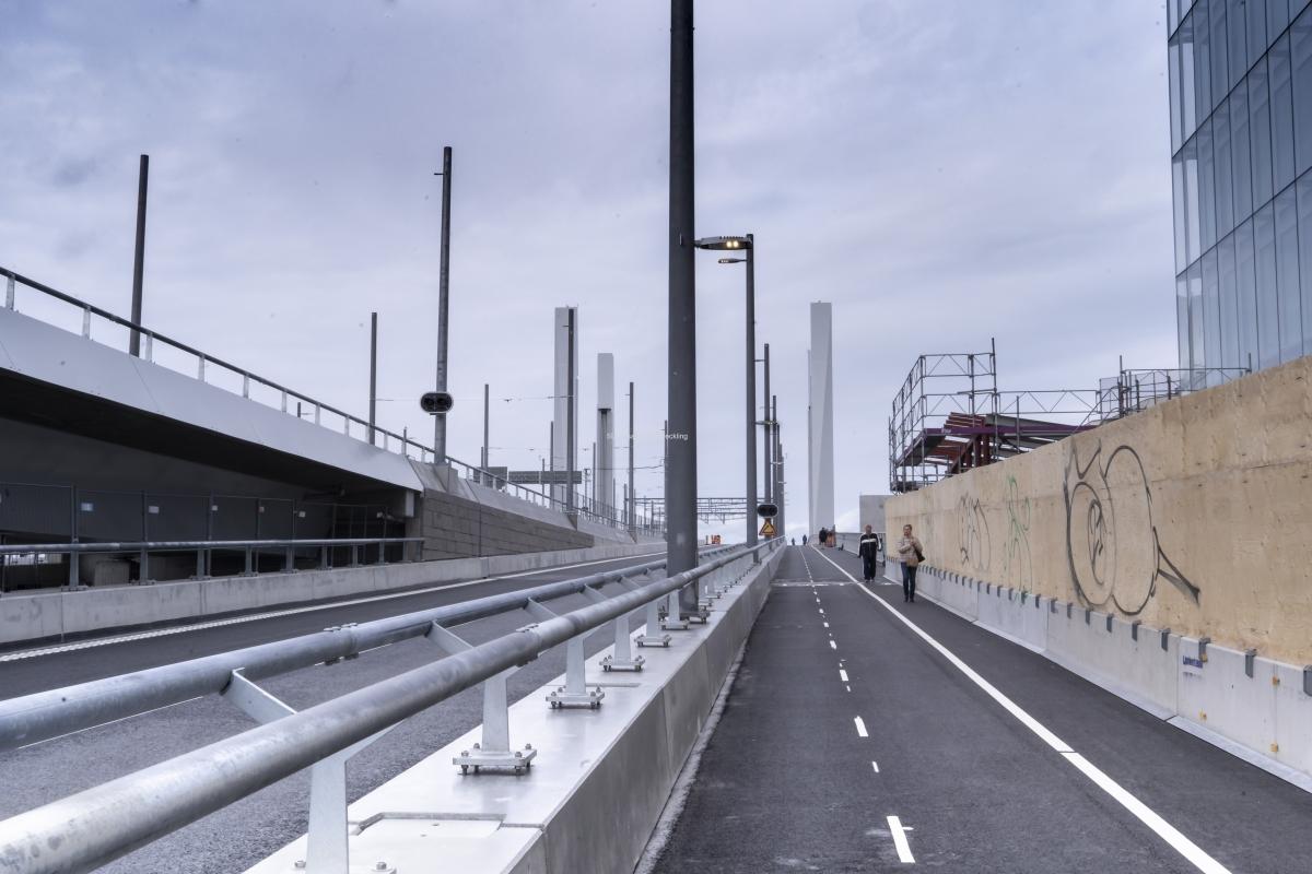 Hisingsbron gång och cykelväg är öppnad. Gång- och cykelvägen på andra sidan är fortfarande avstängd.