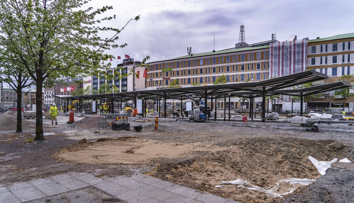 Vid Nordstan byggs nya hållplatser för bussar och spårvagnar som kommer från och till Hisingen.