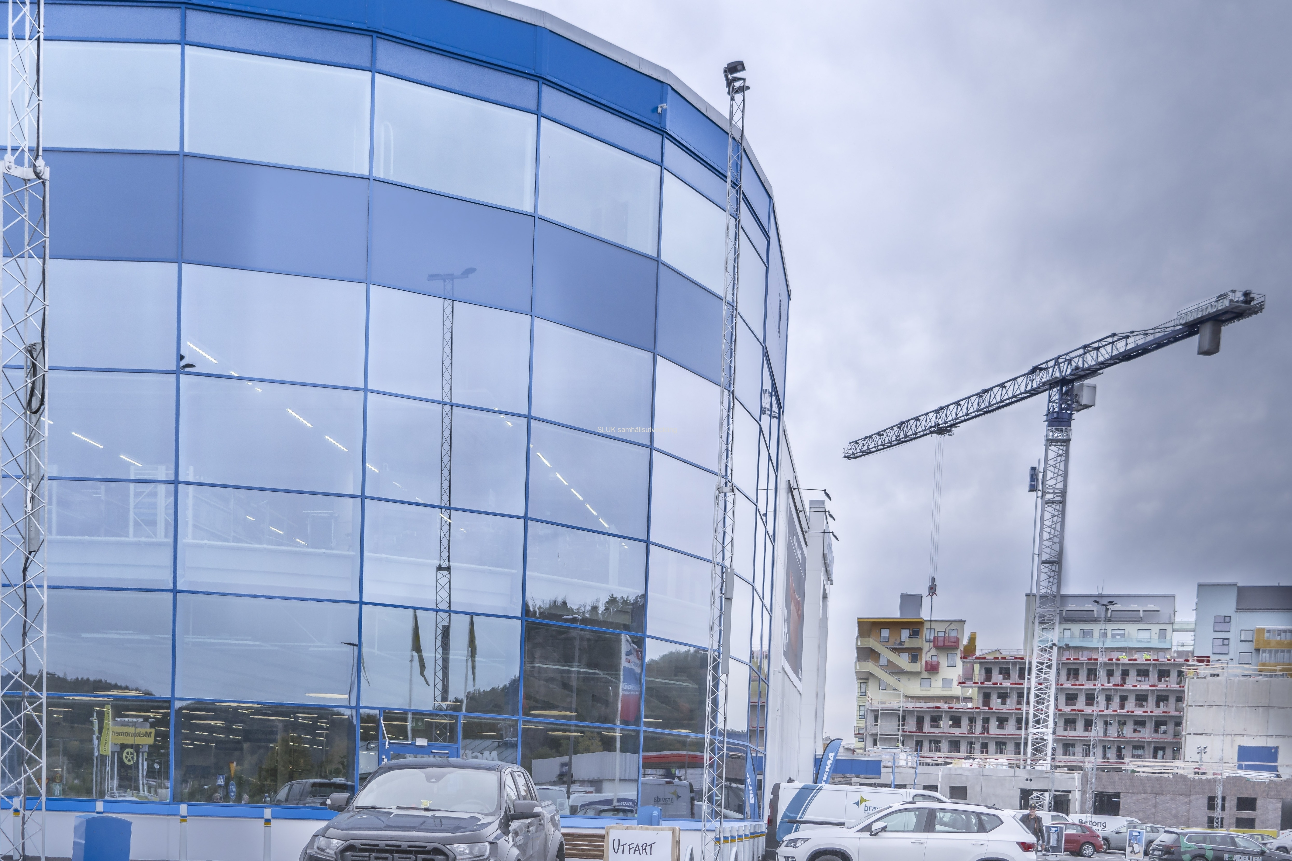 Biltema i Partille öppnades i slutet av september. I bakgrunden syns byggnationen av bostäder och Lidl framför Coop.
