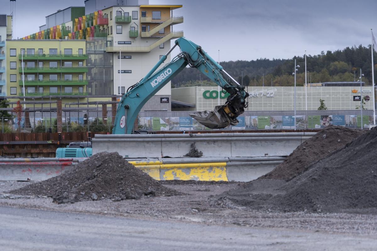 Här pågår grävning för bostäder och handel.