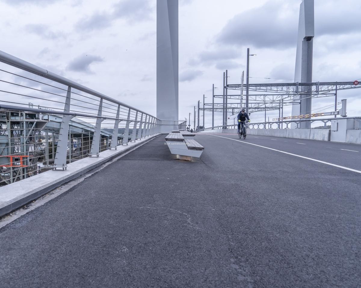Den östra gång- och cykelvägen är nu klar på Hisingsbron.