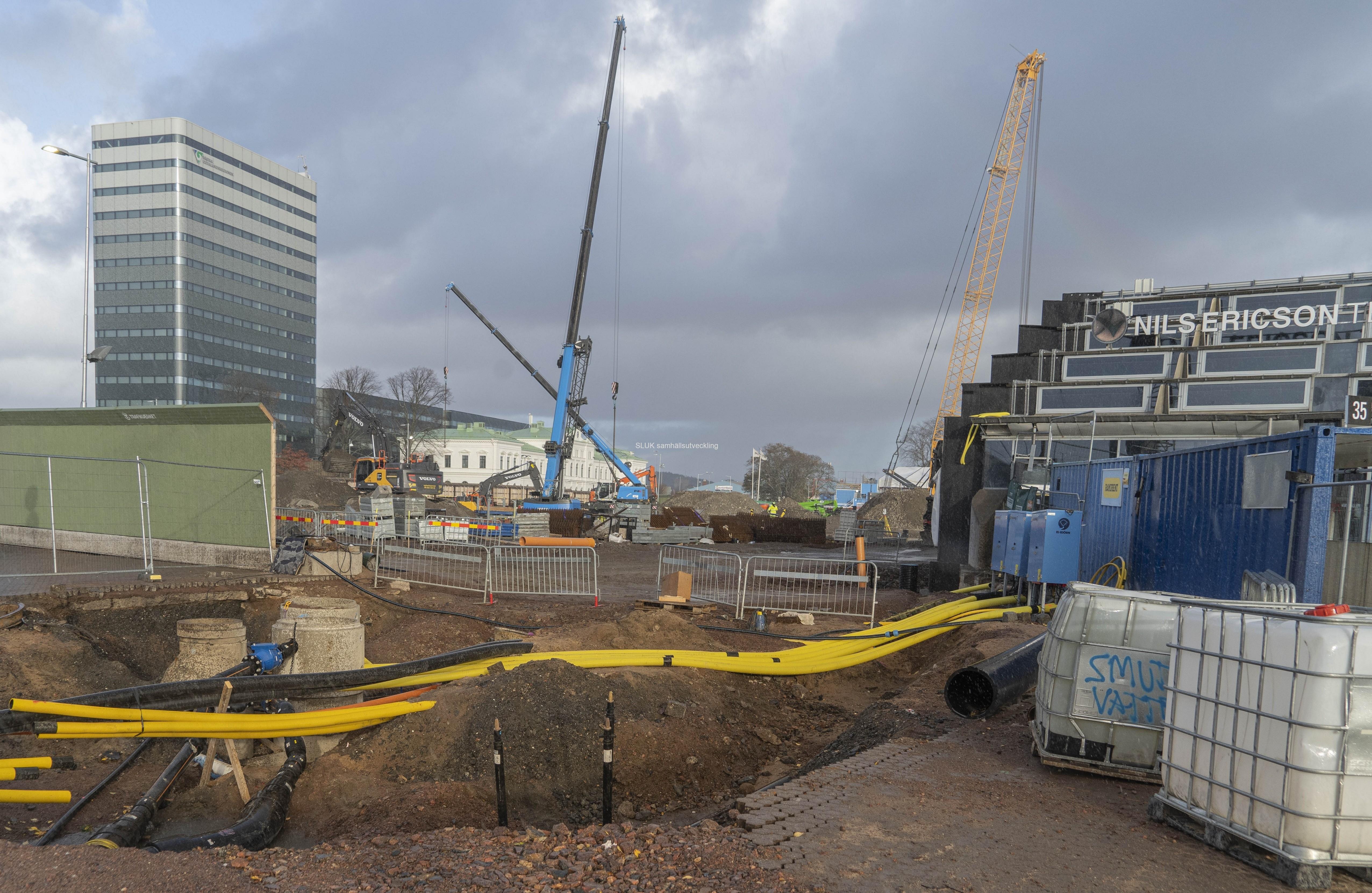 I slutet av Nils Ericsonterminalen pågår arbeten med terminalen Västlänken  Centralstationen.