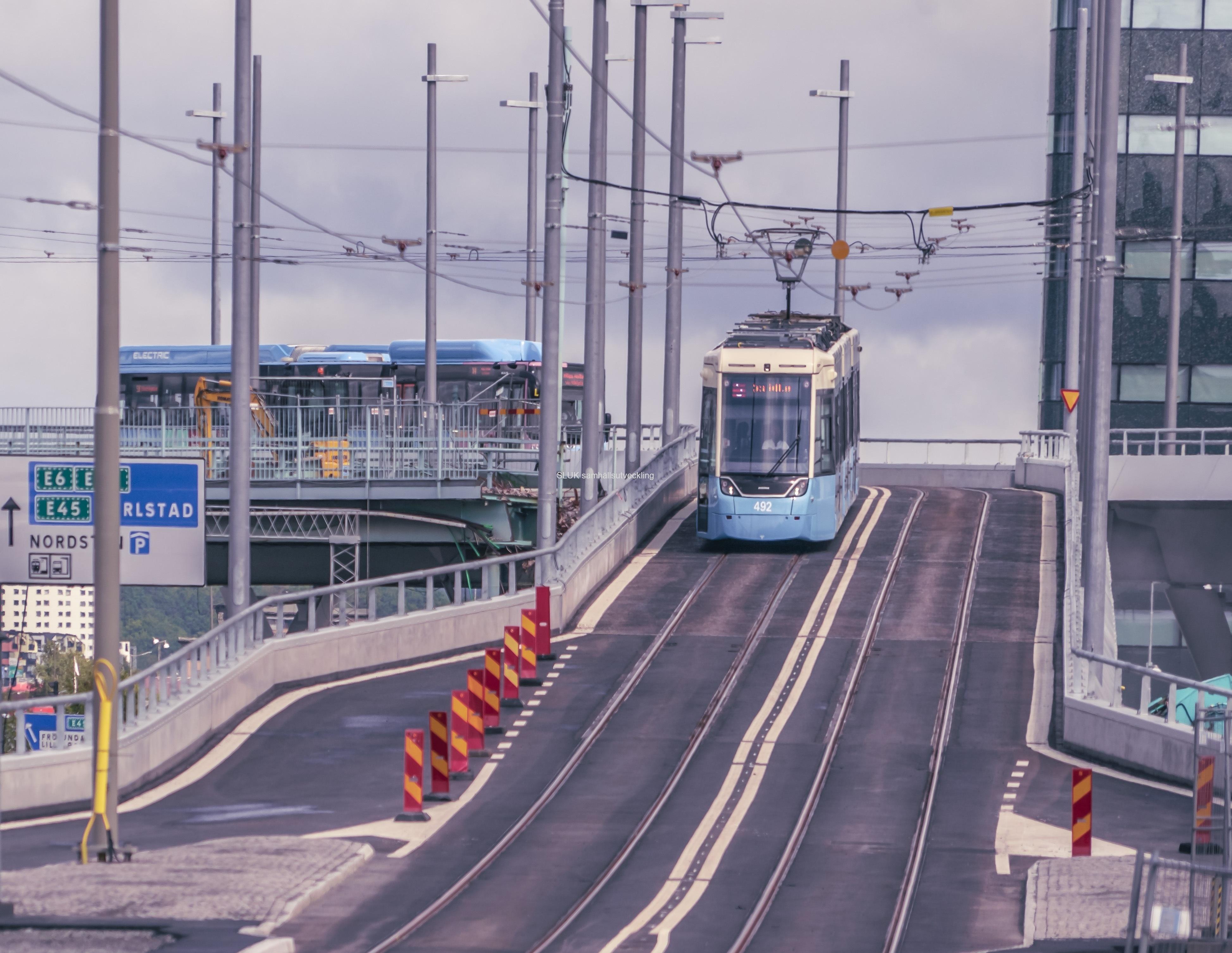 Spårvagnarna kör också mot Östra Hamngatan.