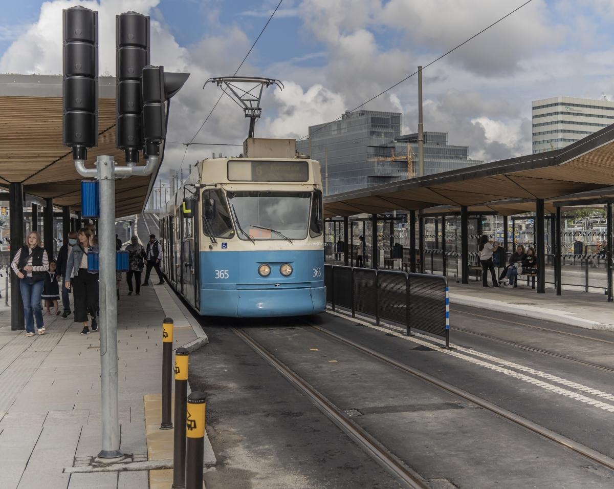 Den 16 augusti började spårvagnarna att köra över Hisingsbron.