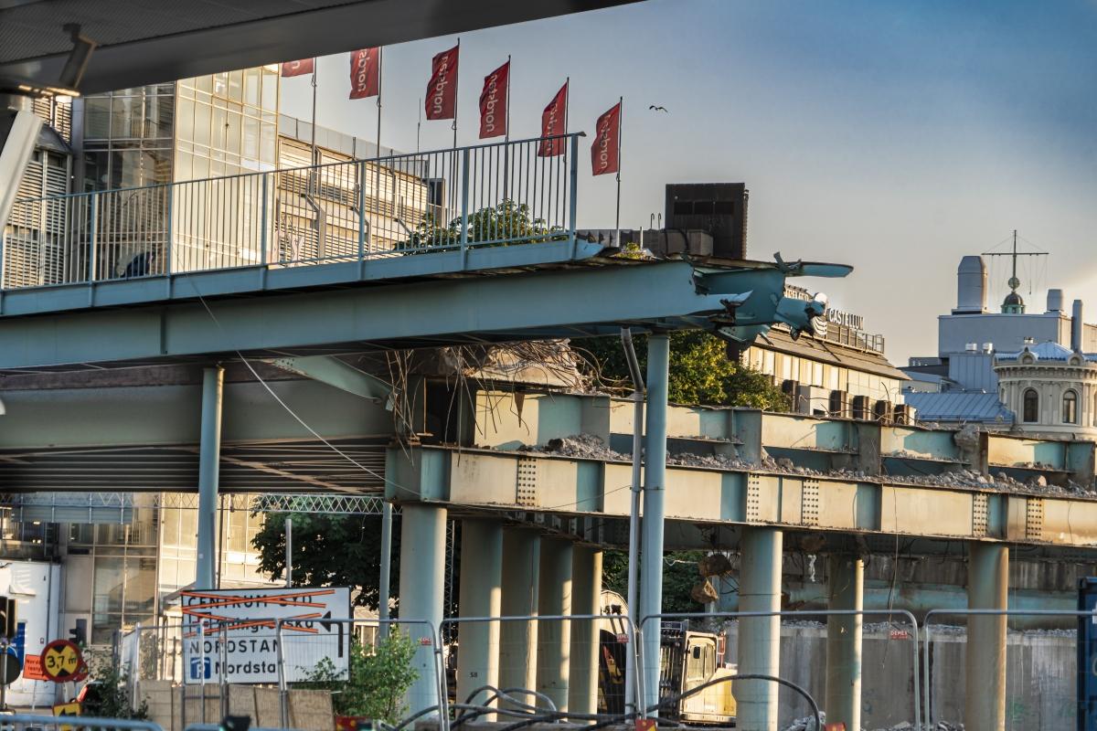Götaälvbron har rivits för att sammanfoga Hisingsbron mot Östra Hamngatan.