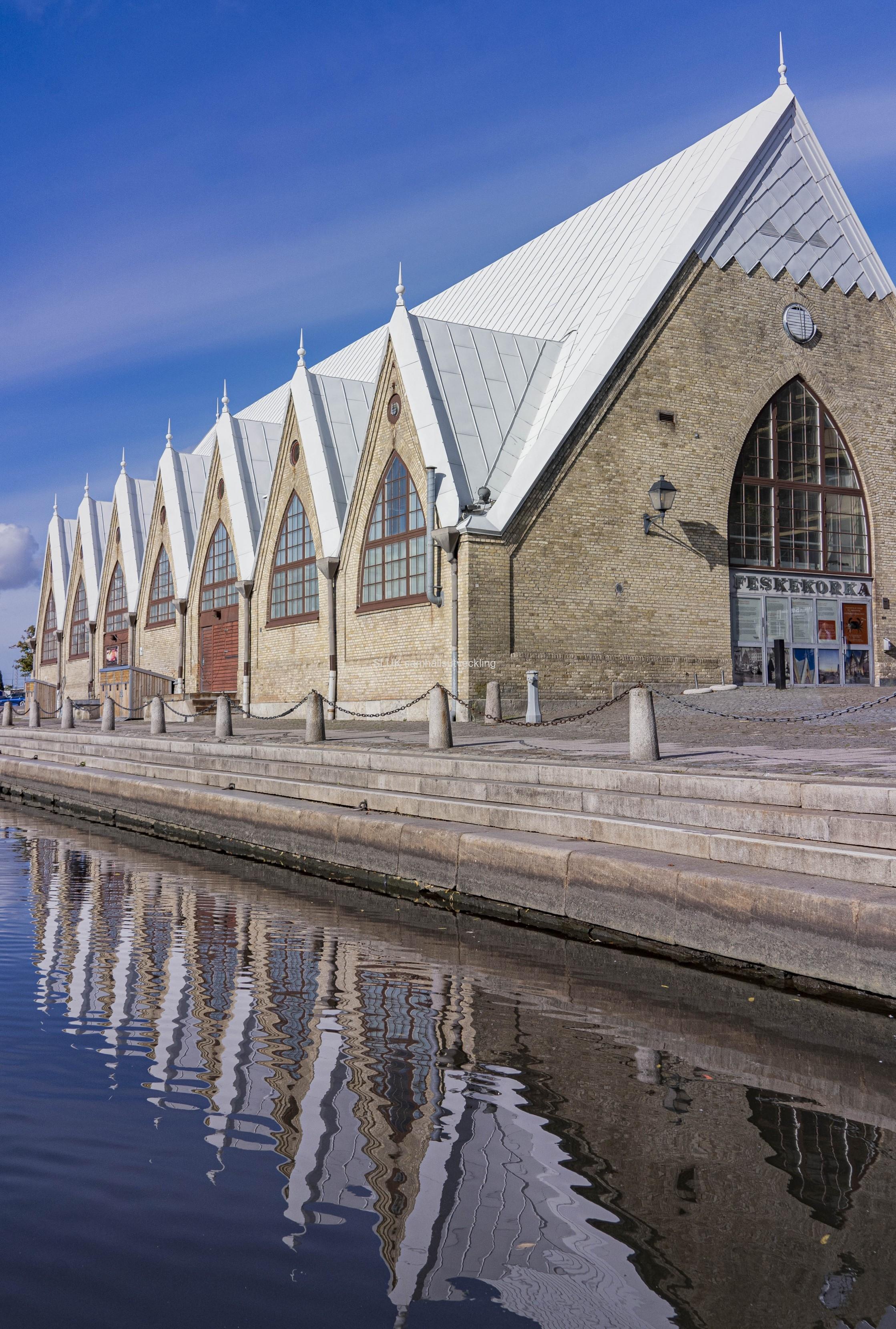 Feskekörkan är stäng för renovering fr o m den 1 september. Feskekörka byggdes år 1874 och är nu i behov av genomgripande upprustning. Den öppnas åter 2023.
