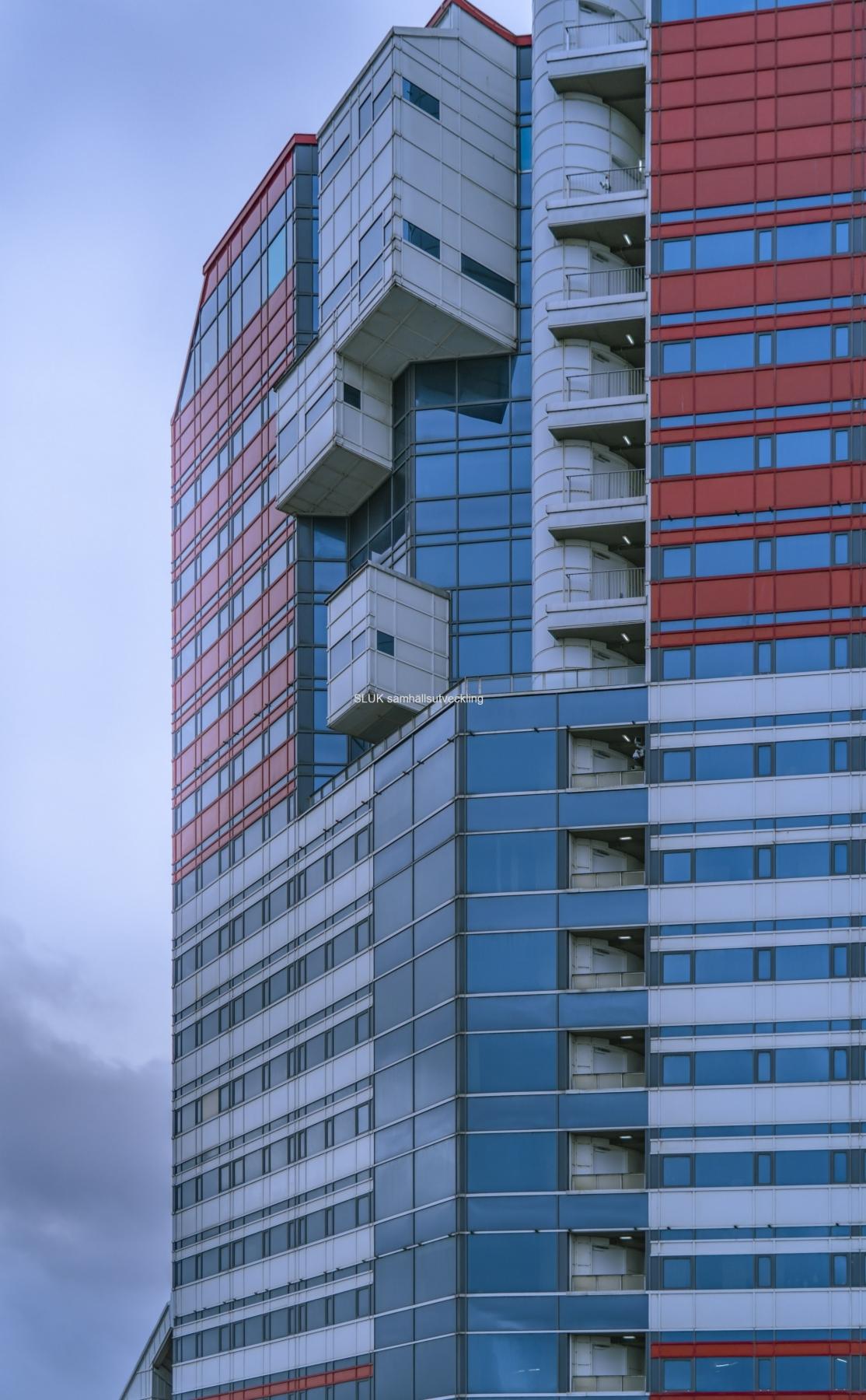 I närbild ser man balkongerna.