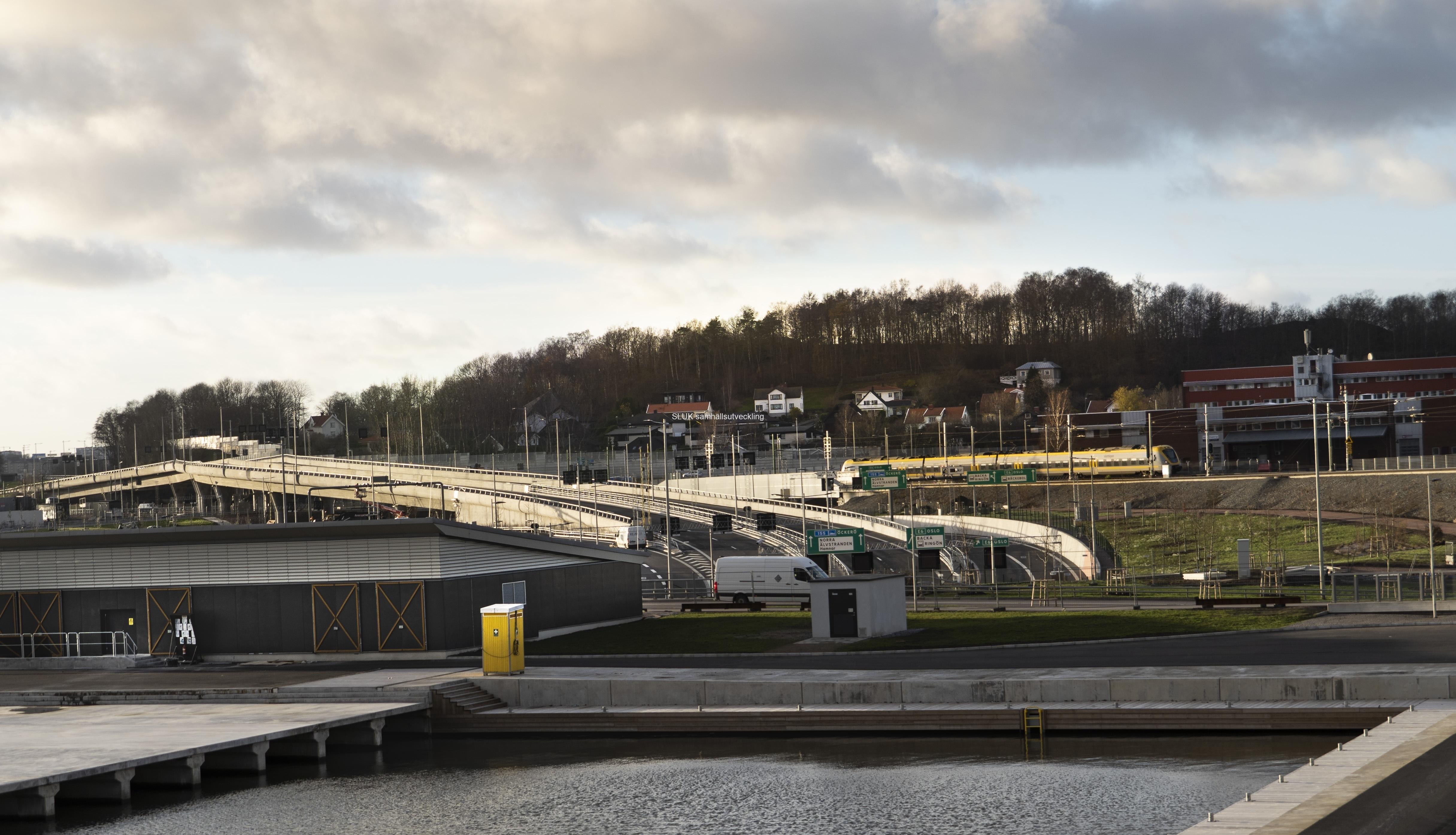 Den 16 december öppnas Marieholmstunneln för trafik.