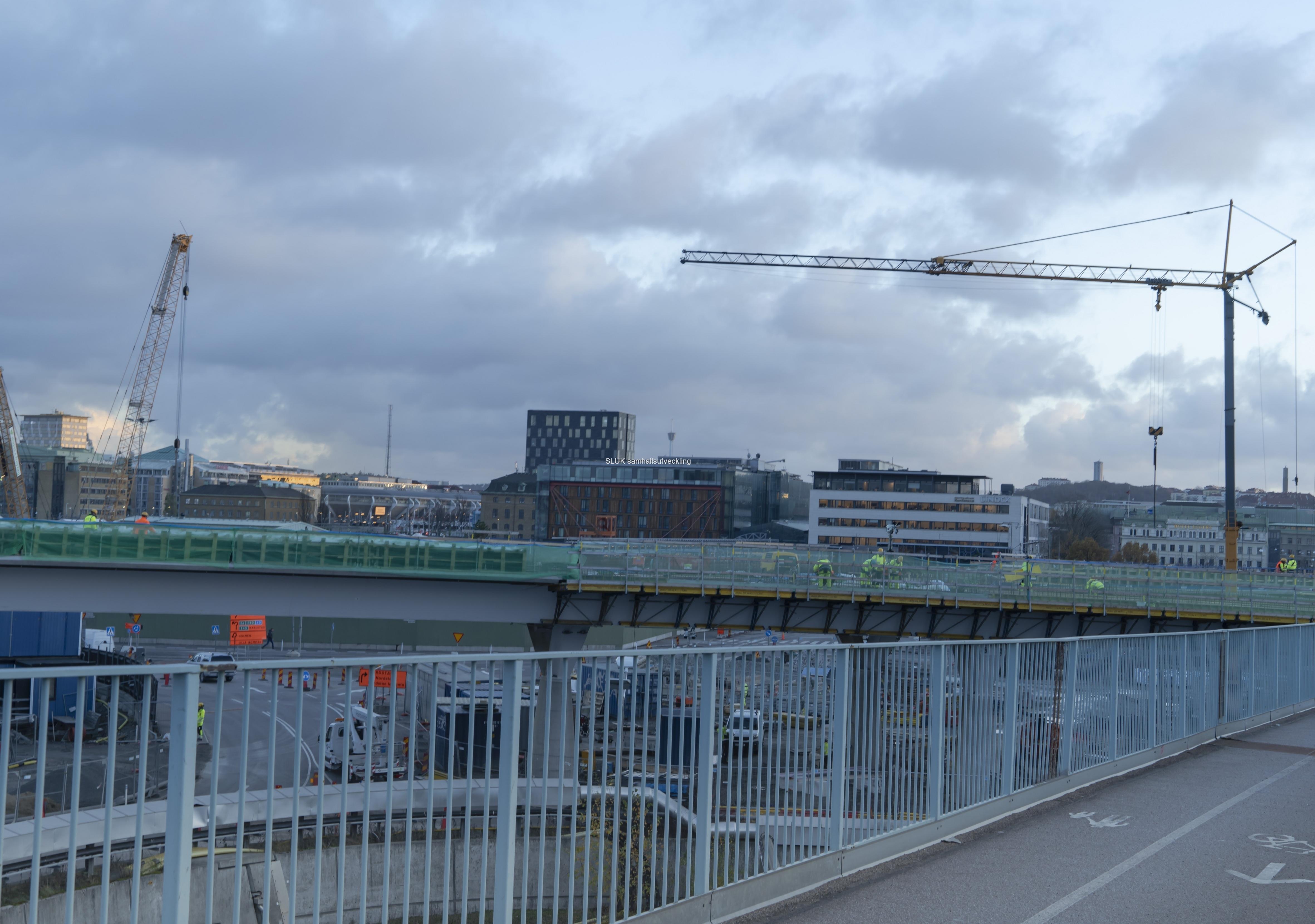 Här syns Hisingsbron och i bakgrunden centrala Göteborg mot stationen.