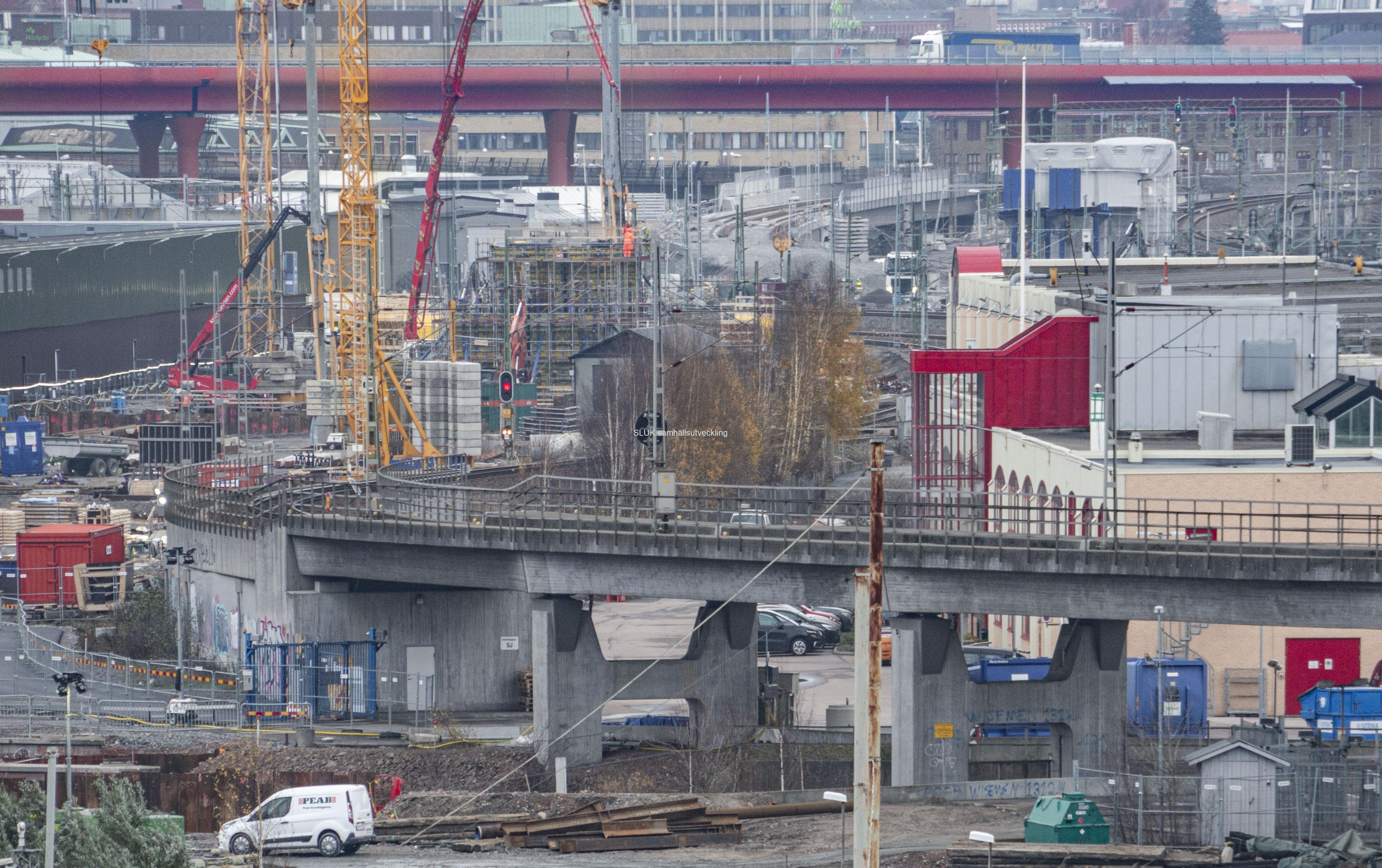 Här ser man en stor del av byggnadsplatsen Olskroken. Det är från Skansen Lejonet mot Partihallsförbildelsen.