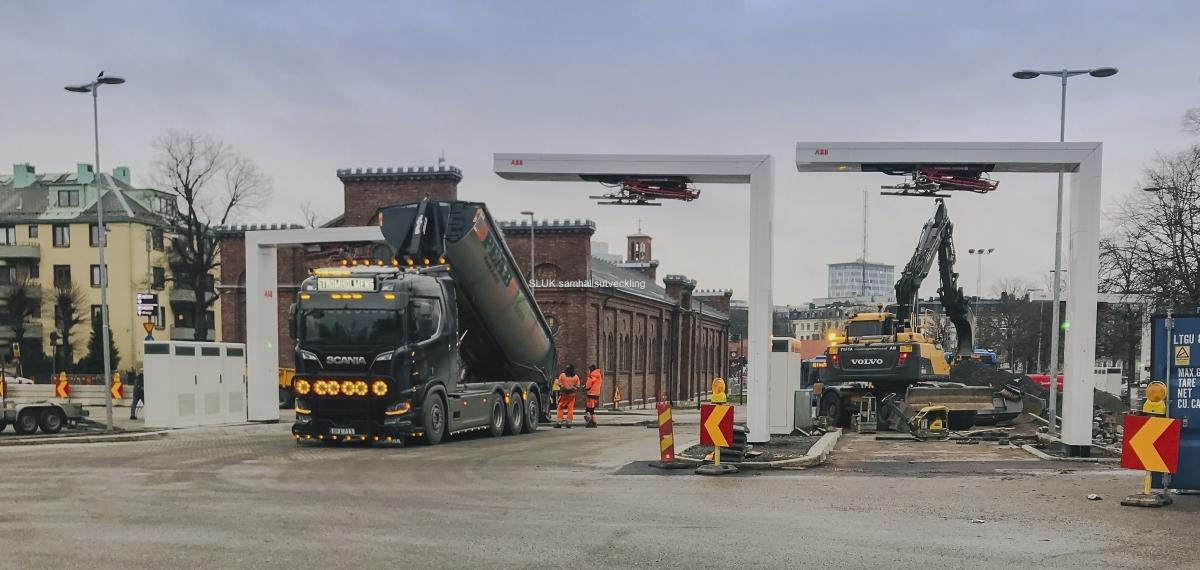 En vecka innan starten med elbussar till Partille och Mölndal pågick slutförandet av arbeten med laddstationer på Heden.