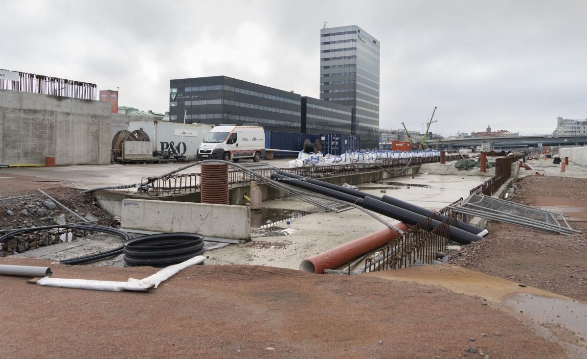 Hela Gullbergsvasstunneln kommer att vara klar och invigas under våren 2021. Ovanför tunneln kommer Göteborgs stad bygga fastigheter.