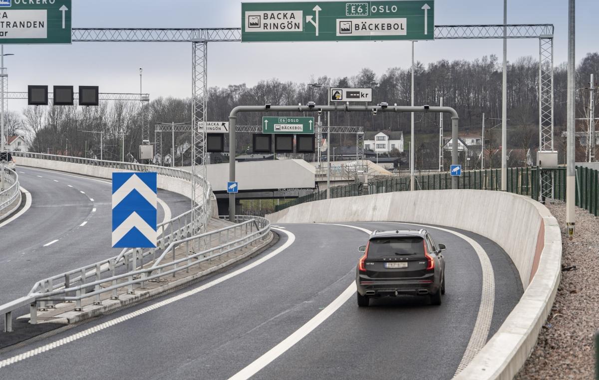 Vägar från Tingstadstunneln och från Marieholmstunneln ansluts på Hisingssidan. Marieholmstunneln ger möjligheter till flera nya köralternativ.