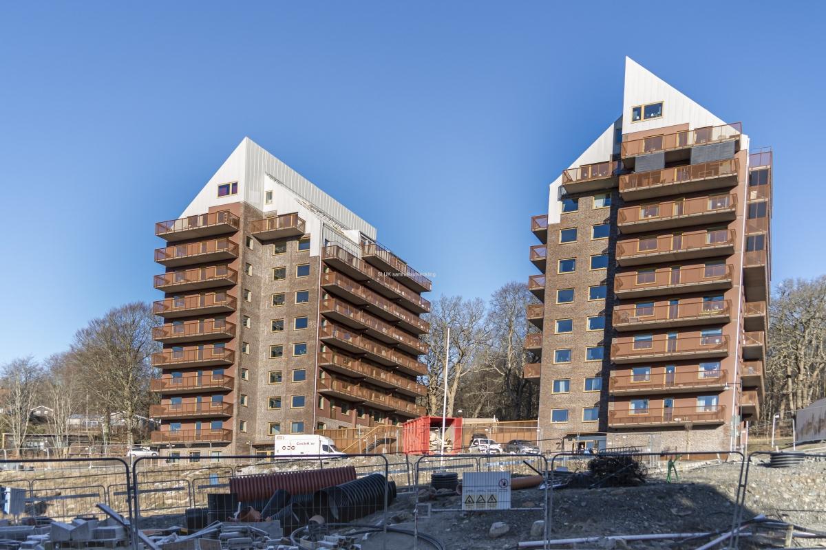Två höghus är klara och inflyttning började i december 2020.