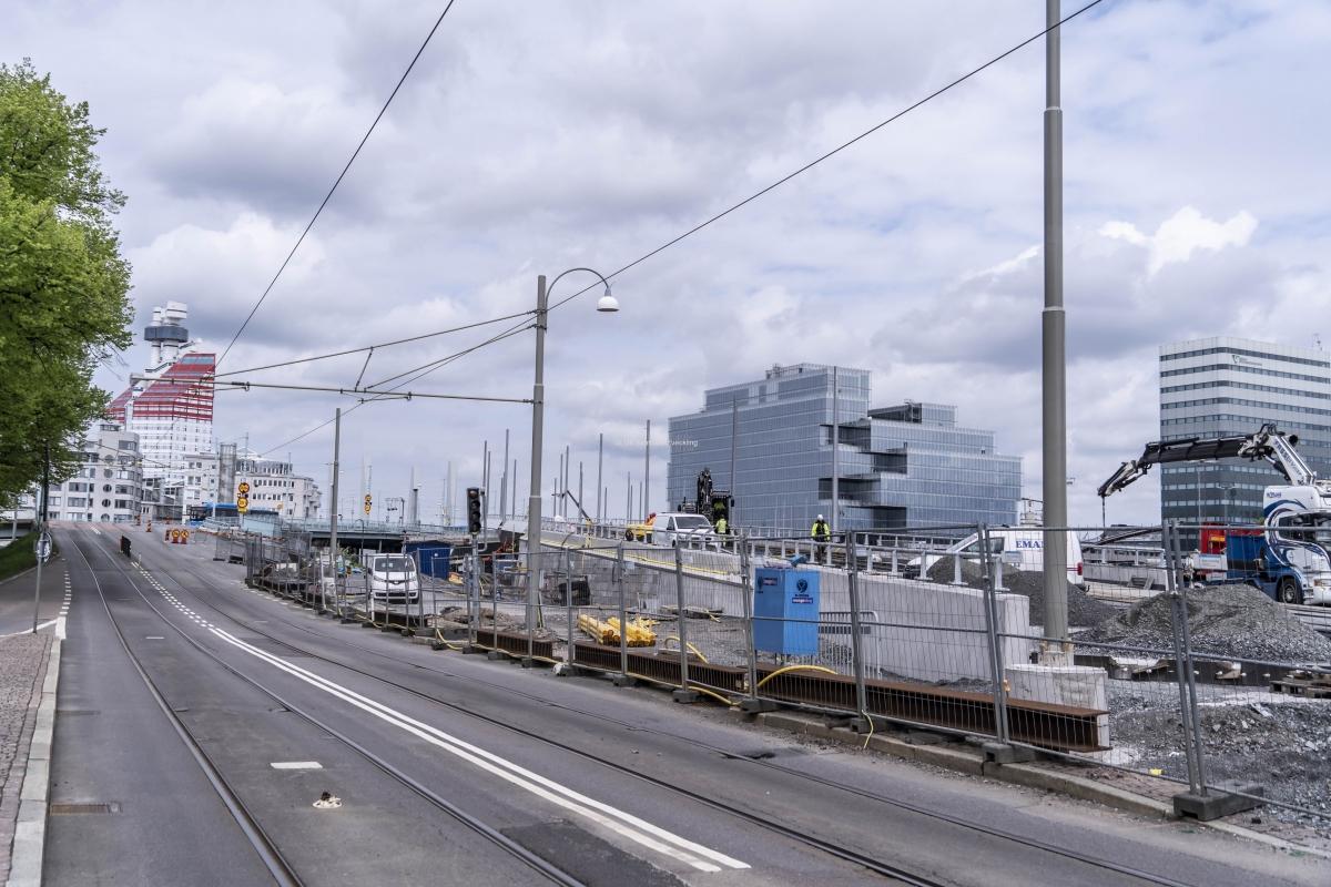 Här kommer spårvagnar och bussar att passera mot Centralen och Nordstan.