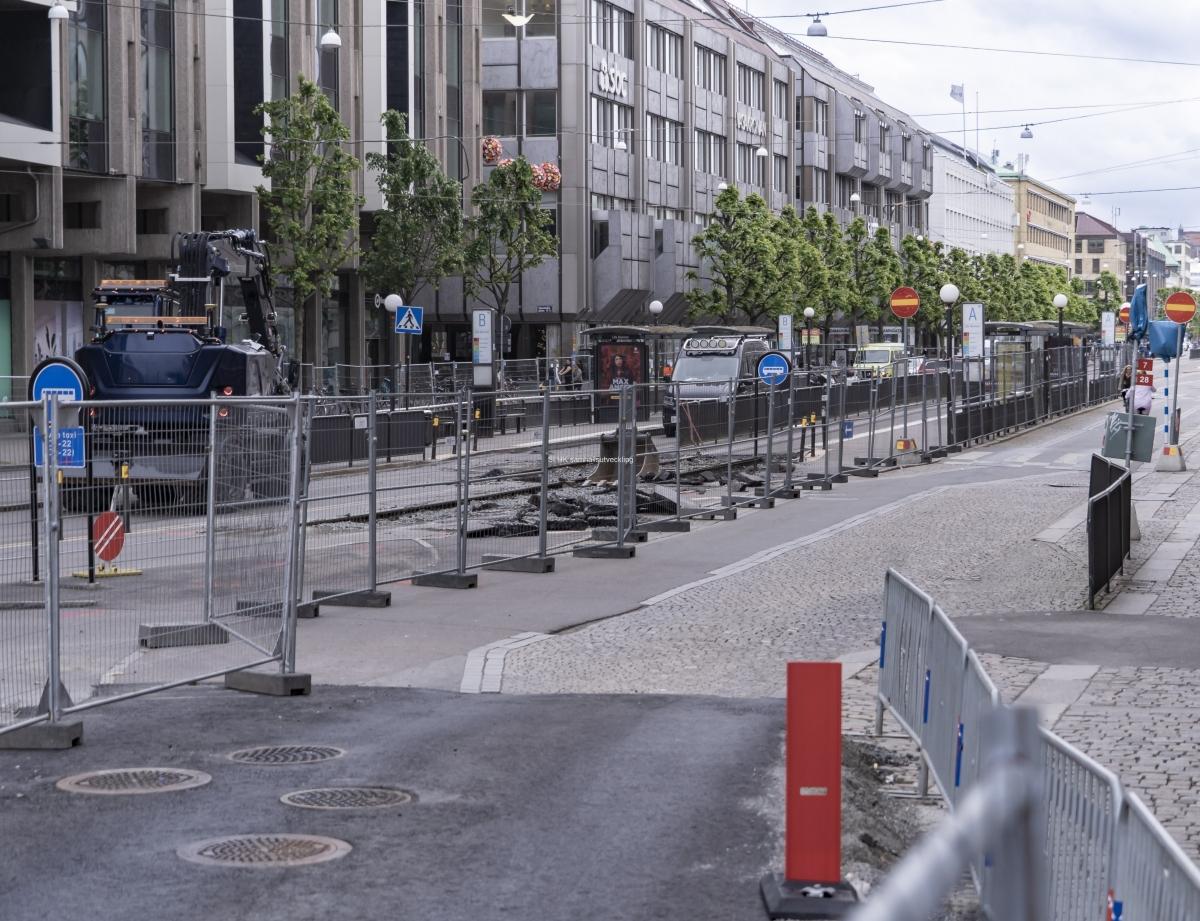 Spårvagnarna som vanligtvis kör på Östra Hamngatan kör nu tillfälligt annan väg eller har ersatts av busstrafik.