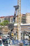 Närbild på slitzmaskinen och Kvarnberget i bakgrunden.