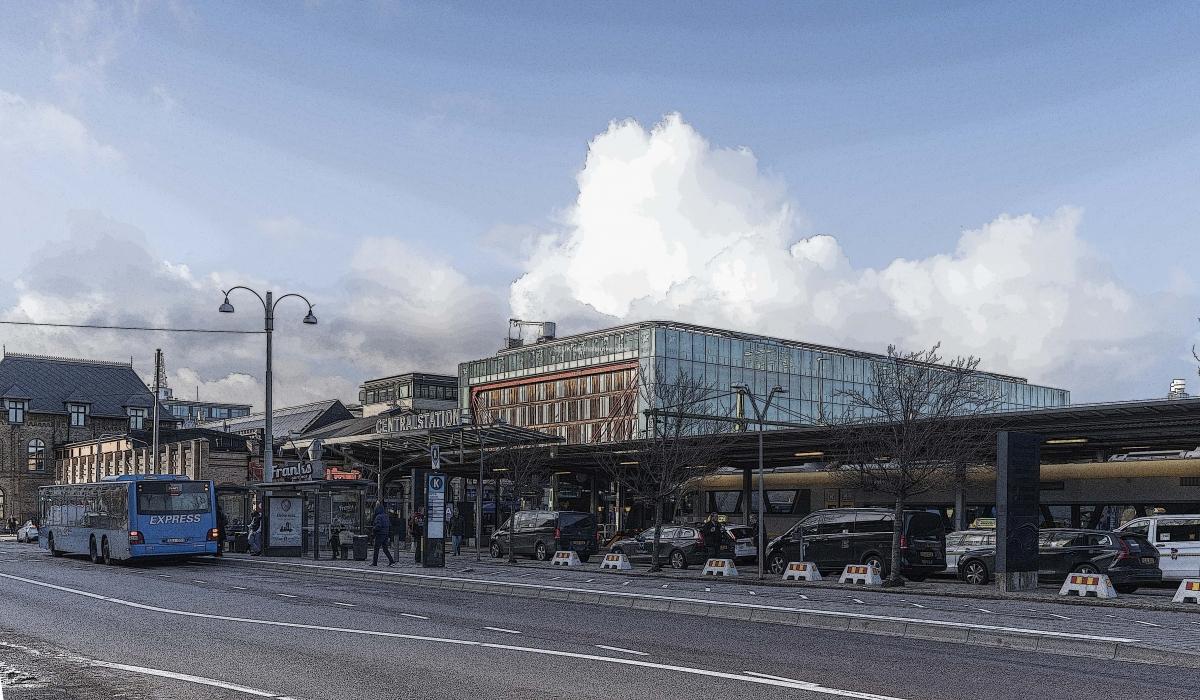Ovanför Centralhuset, i anslutning till stationen finns hotellet First Class. Hotellet byggdes 2004, samtidigt som man renoverade  och byggde om stationen.