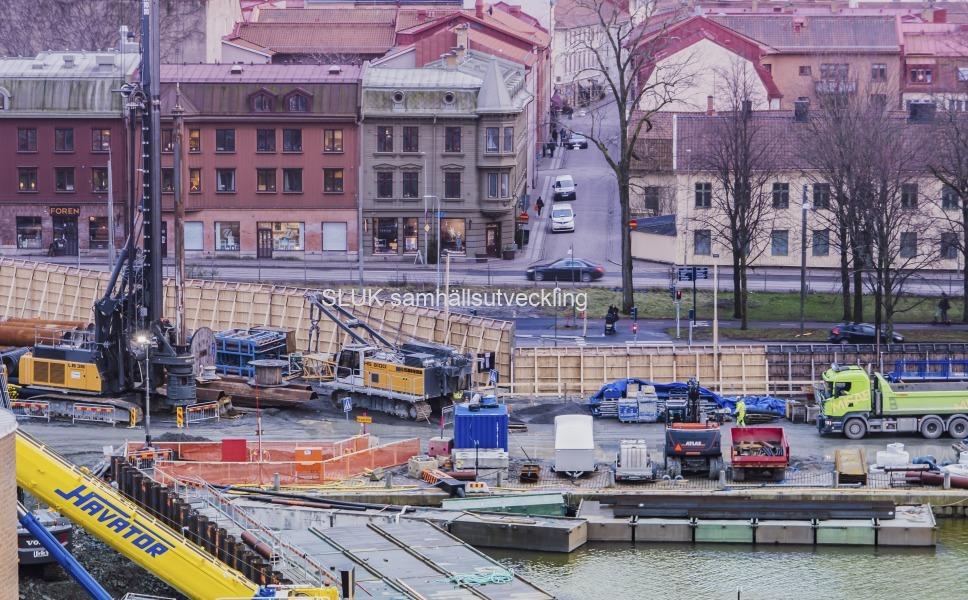 Från Kungshöjd ser man ner på Södra Allégatan  och arbetet med västlänken i Haga.