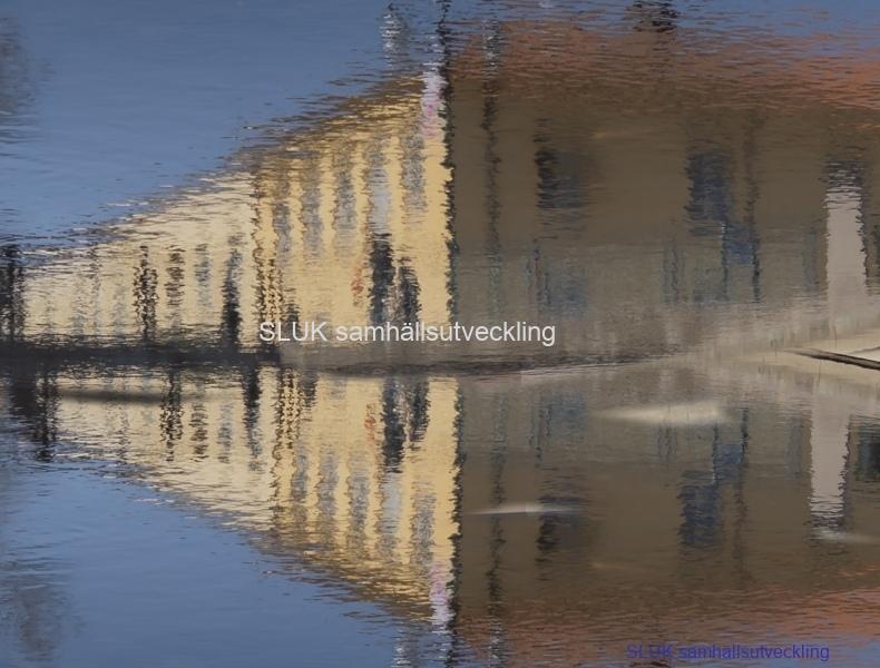 Det här är ett montage på reflex och spegelvänd bild på Lillåns vatten-